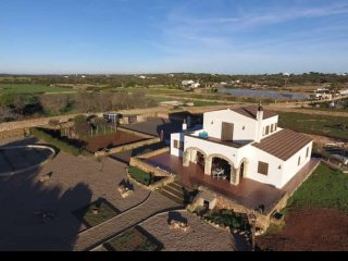 Quiet farm, rural views, beach 2km, style and comfort.  Horses in fields.