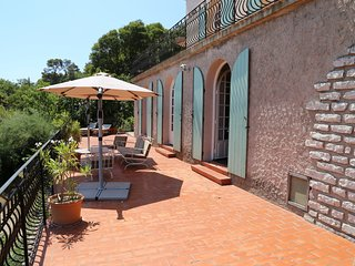 Apartment with sea / city views, close to downtown Sète.