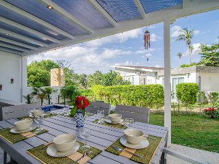 Family-friendly Seaside Villa | private garden, jacuzzi, pool, private beach