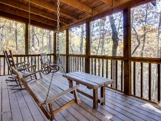 Cozy forest cabin with an indoor hot tub & screened porch, close to town!