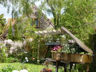 Wisteria Lodge in the village of Cumnor, 3 miles from the City center of Oxford.