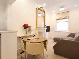 Super Knightsbridge Air Conditioned 1 Bedroom WiFi