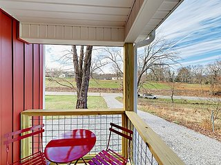 Lovely New 2BR Cottage - 10 Minutes from Asheville & Black Mountain