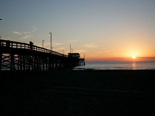 Oceanfront Upper Condo Overlooking Newport Pier Near Dining & Shops with AC!