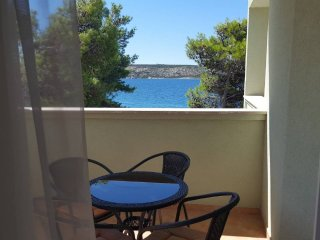 Apartment  no 6  free WIFI 2 camere matrim air con 2 balconi vista mare