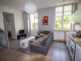Stunning 2 bedroom 2 bathroom apt. in the heart of Biarritz 4 mins walk to beach