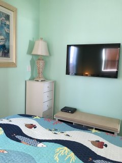 Second bedroom - 40' flatscreen TV mounted on the wall