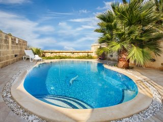 VEDUTA - LUXURY Holiday Farmhouse with Sunny Private Pool in Island of Gozo