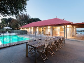 Luxury Escape at Morning Tide Villa, Tauranga