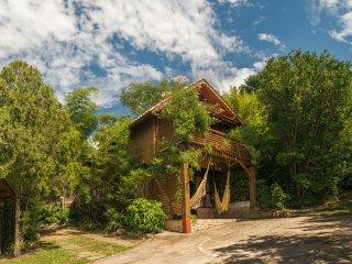 Charming Cabana Zen near it all in Praia do Rosa - Shanti Puri Cabanas-