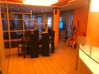 Fantastic 3 bedroom Apartment - excellent location
