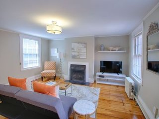 Stunning Renovated 1 Bedroom Apartment, Beacon Hill Boston, Private Deck