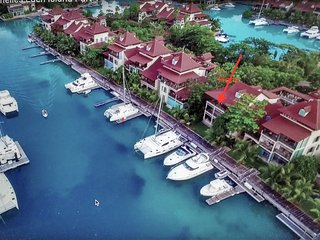 Eden island Marina Penthouse (incl. Electric Car, WIFY, Sat TV, next to Pool)