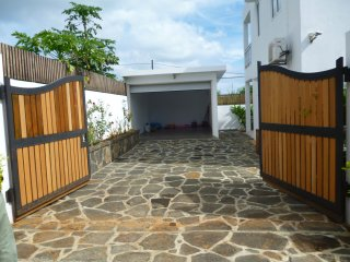 Private villa with swimming pool, 3 balcony,equipped kitchen, garage n parking