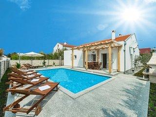 Villa Millenium  for  10 pax with pool