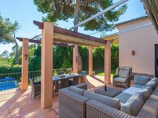 Marbella Villa Sleeps 8 with Pool and Air Con - 5509614
