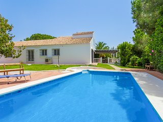 4 bedroom Villa with Pool, Air Con and WiFi - 5509613