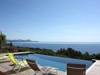 211020 6-bedroom villa, heated infinity pool 8 x 4, full sea view, beach 450 mtr