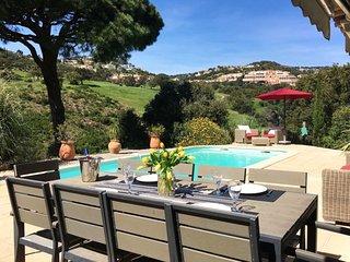211017 5-bedroom villa, next to golfcourse, shared tennis,centre 4 km, beach 3km