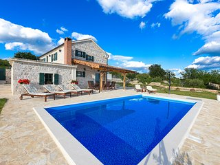 Stunning new villa 3km form the beach