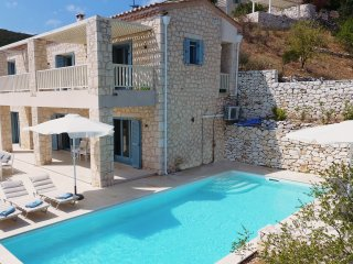 Urania villa Fos. Private pool. Breathtaking sea views. Tranquil setting