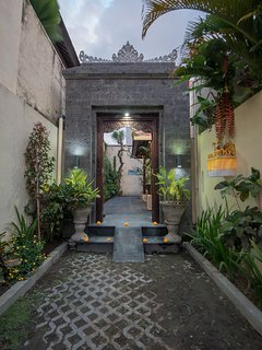 Main entrance to Villa Rendezvous Bali
