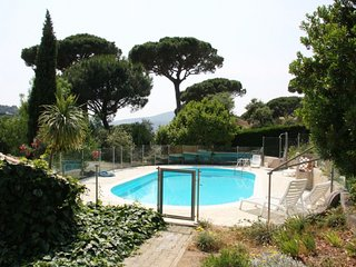 211015 4-bedroom villa, 2 bathrooms, fenced pool, Nartelle beach 1.2 km, parking
