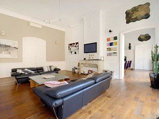 ASTOUNDING 4BR-2BA APT WITH AIRCON IN THE CITY CENTER OF AIX EN PROVENCE