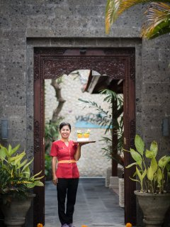 The housekeeper, Rini, with the welcome drinks