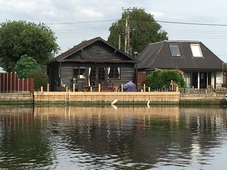 Riverside Holiday in Brundall - Norfolk Broads