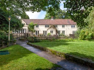 The Falls near Bath Picturesque 6 bed riverside house with waterfall & hot tub