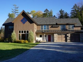Stowe Mountain View Property on Sterling Brook - 9 Minutes to Mtn Rd - Sleeps 16