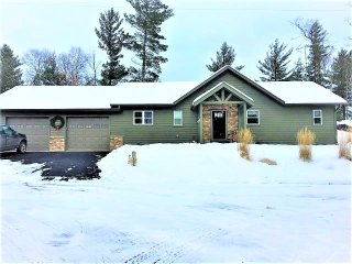 NEW MINOCQUA LAKE HOUSE - 3 MINUTES TO DOWNTOWN