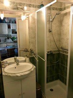 salle d'eau avec WC au rez de chaussée