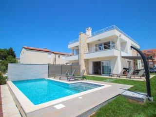 Novigrad-Istria,vista mare, Villa Minerva A, 5 stelle,3 camere, piscina privata.