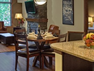 Comfortably Sleeps 6! Luxury Condo with Private Patio, Hot Pool Access