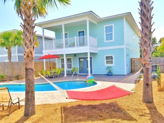 New Home! (Ocean Kiss'd) 7b/6b.Free Golf Cart! 3 Minute walk to beach!