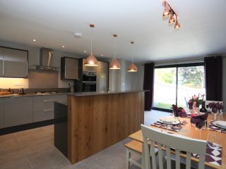 CEDAR COTTAGE NEW FOREST LUXURY HOLIDAY HOME, HOT TUB, WIFI, CHILD FRIENDLY