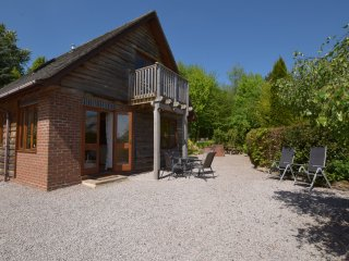 CC030 Log Cabin in Clifton-on-