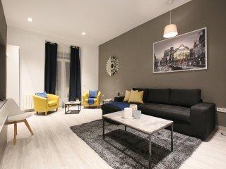 ***Luxury suite - families & groups, AC, Super Prime Location***