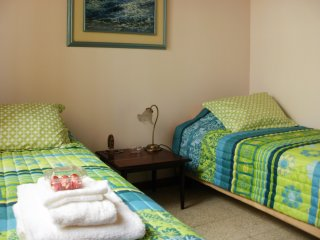 Cesar's House: Double/Twin Bedroom. Private Pool, Free WiFi, Cable & Brkfast
