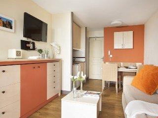 Superior 1 BR Apartment with Sea View at Holiday Village Cap Esterel