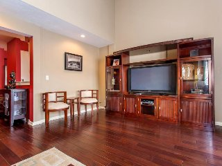 Condo with gorgeous mountain views, private hot tub & cozy gas fireplace