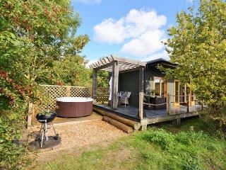DOWLT Log Cabin in Henley-on-T