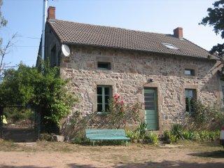 Gîte confortable en montagne bourbonnaise-Auvergne-bio 15 pers
