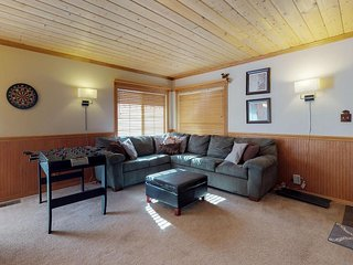 Mountainview cabin with a private hot tub, deck space, fireplace, and more!