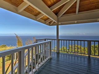 NEW! 2BR Cliff Home -43 Acres Above Waipi'o Valley