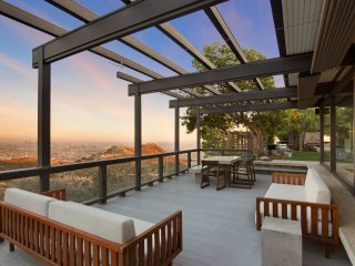 Hollywood Panoramic View Villa
