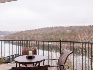 Lakefront Gem Nestled In The Trees With Endless Sunrises Over the Hills. Table R