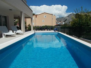 NEW!✯✯✯✯ Villa Leonore with heated pool,close to town centre,sandy beach and sea